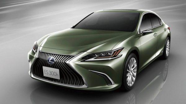 Fotók – Digitális külső visszapillantóval érkezik az új Lexus ES