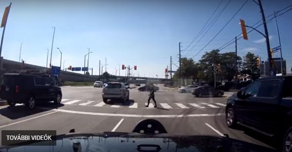 Videó – Tipikus példa arra, milyen veszélyes helyzeteket tud teremteni egy bepánikolt sofőr