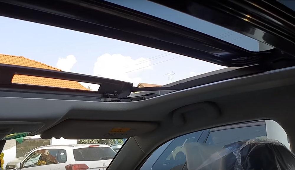 VIDEÓ: A legnépszerűbb autó Magyarországon a Suzuki Vitara, melyből a GIGAMEGAFULL felszereltség így néz ki belül