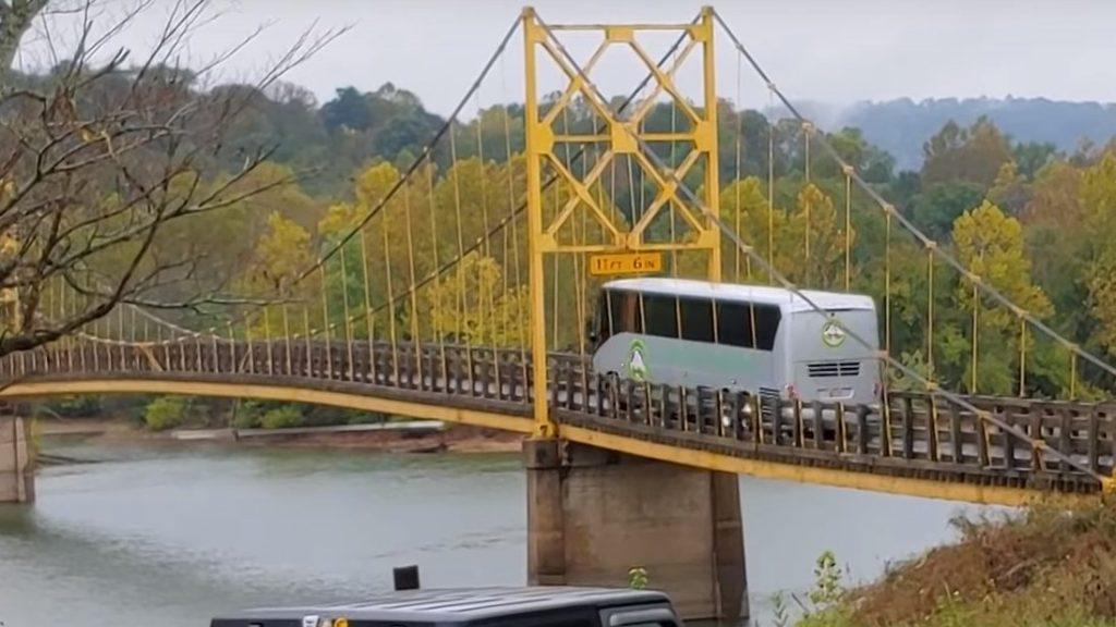 KEMÉNY VIDEÓ: A súlykorlátozás fontossága. Kapott a híd rendesen