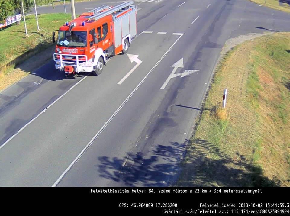 Inkább integessetek minden mentőnek és tűzoltónak, amíg lehet, ne pedig kiküldjétek a traffipax-fotót nekik