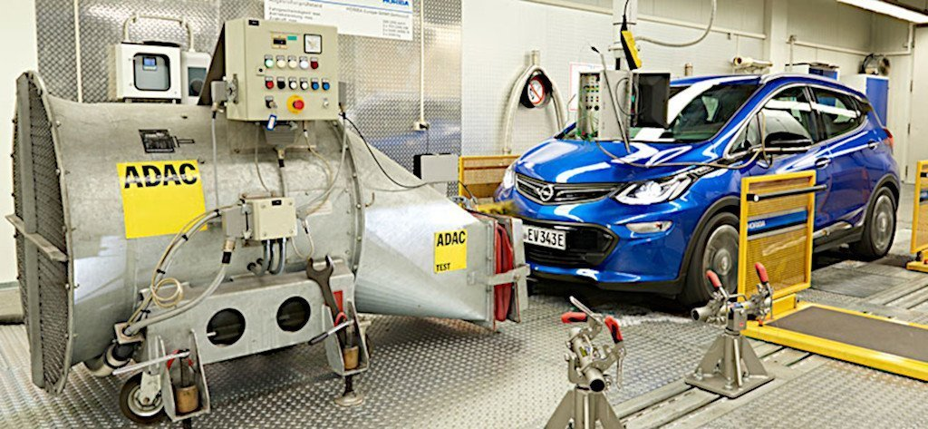 Az ADAC mérése szerint a villanyautók is többet fogyasztanak a szabványosnál – akár 50%-kal!