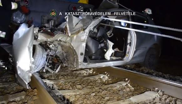 Videó – Vonattal és autó ütközött szombaton Dunakeszi Gyártelep és Alsógöd között