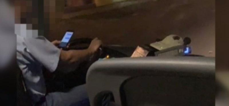 Videó – Vezetés közben a mobilját nyomkodta egy Bajára tartó busz sofőrje