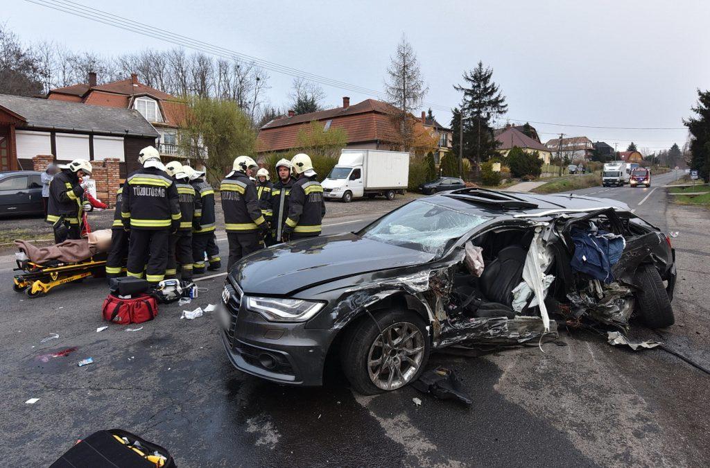 Videó – Pénzbüntetést kaphat  a Sárváron száguldó, súlyos balesetet okozó férfi