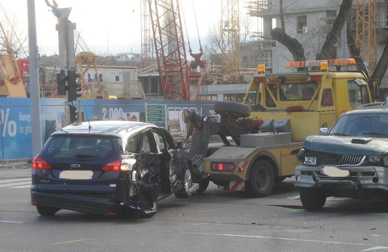 FOTÓK: Sok-sok baleset. Ezúttal: 13. kerület, Dózsa György – Kassák Lajos kereszteződésben