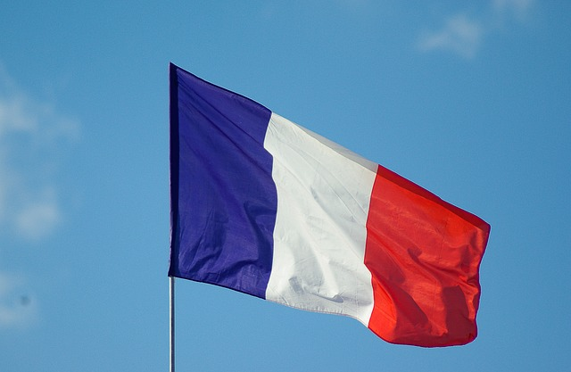 Végleg eltörli az üzemanyagadót a francia kormány