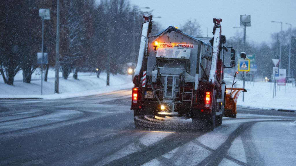 Már 40 baleset történt a havazás miatt