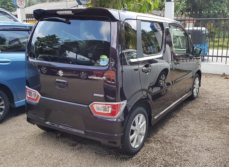Fotók egy Srí Lanka-i autószalonból: Hibrid Suzuki Wagon R