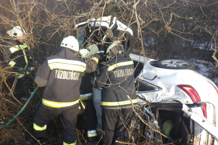 Fotók – Így mentették meg a tűzoltók az M7-esen történt súlyos baleset sérültjét