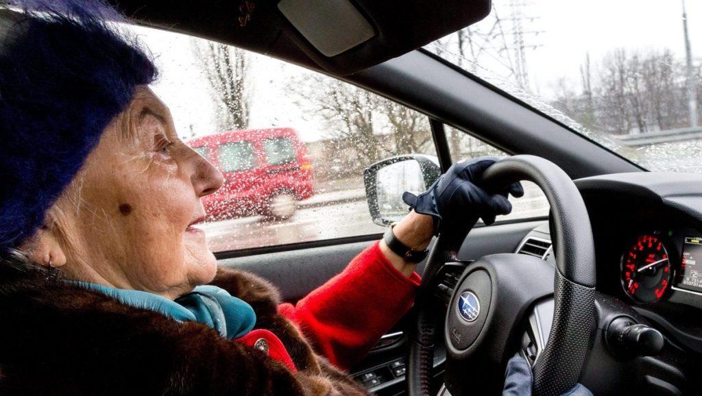 Kell-e korlátozni a nyugdíjasok autóvezetését?