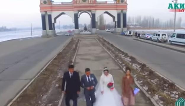 Videó – Brutál baleset az esküvői videón