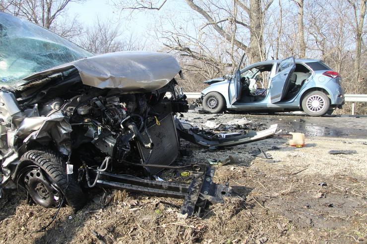 Fotók – Három autó ütközött össze csütörtök délelőtt a 7-es főúton, egy ember meghalt