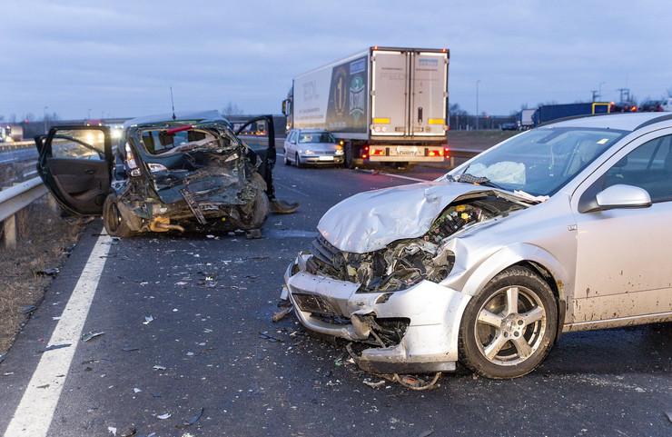 Fotók – Tömegbaleset Mosonmagyaróvárnál: négy autó és egy kamion ütközött, ketten meghaltak