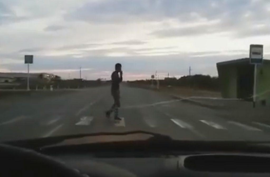 """VIDEÓ: Na ezzel a """"dudával"""" garantáltan megsürgeted a gyalogost"""