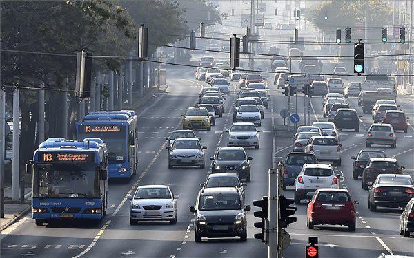 Az Üllői úton az ideiglenes buszsávokat (A türelmi idő miatt, még!) használhatjátok