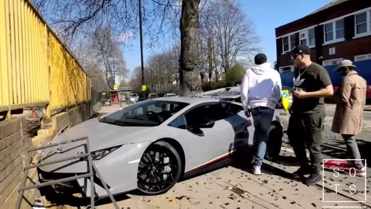 Videó – Menőzni akart a több mint 90 millióba kerülő Lamborghinivel, pillanatok alatt összetörte