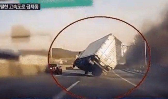 Videó – Akkorát mentett ez a teherautós, hogy olyan nincs is