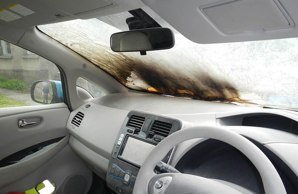 Töltés közben gyulladt ki a Nissan Leaf, Vas megyében