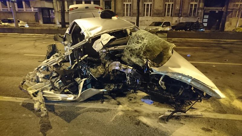 Videón, ahogyan kimentik a sofőrt a tegnap esti Váci úti balesetnél