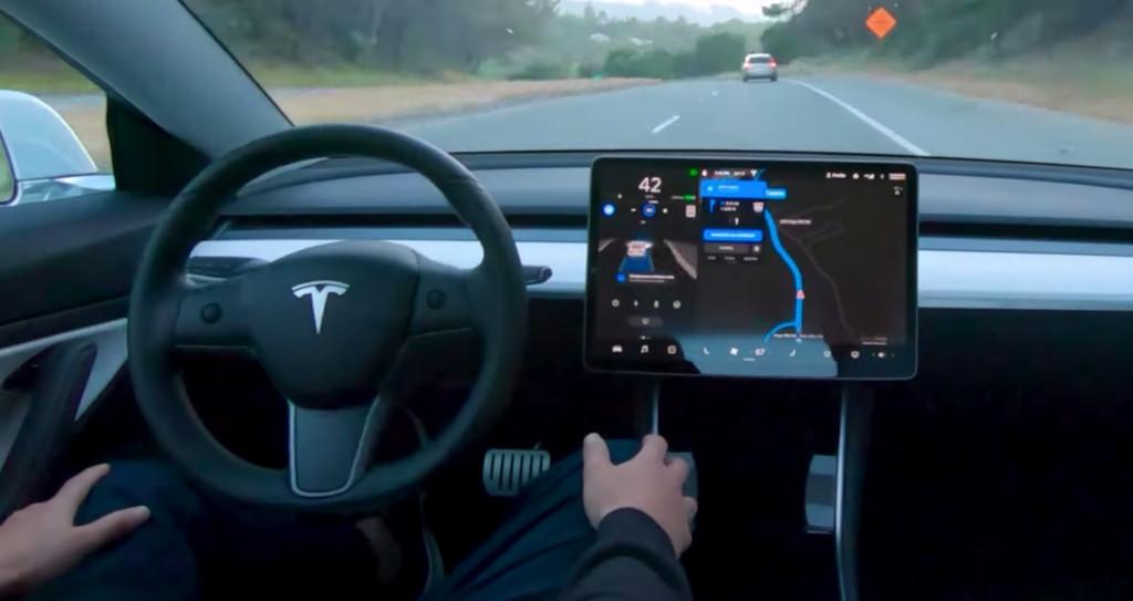 Videó – Bemutatták a Tesla teljesen önvezető rendszerét
