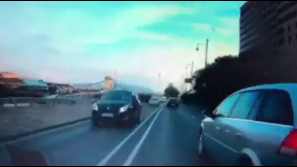 VIDEÓ: Így zúzták le olvasónk autóját és hagyták el a helyszínt