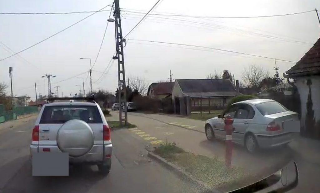 VIDEÓ: Kb. 50-nel a járdán, a Csepeli úton