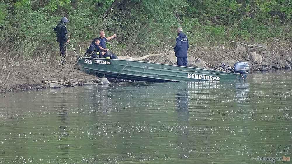 A Tiszán úszott az autó, valószínű nem húzta be a kéziféket a sofőr