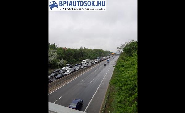 Nyolc autó ütközött reggel az M7-esen Velencénél a Balaton felé