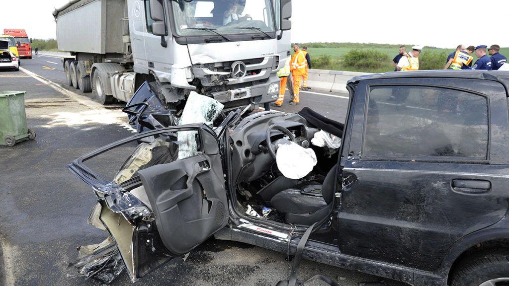 Egy rendőrnő halt meg az M2-es tragédiában Dunakeszinél
