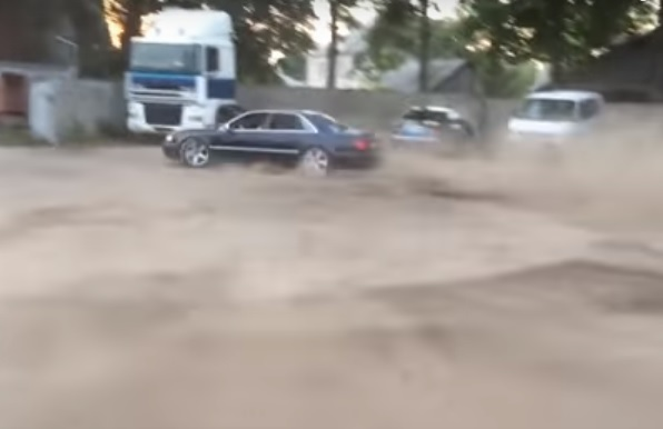 Videó – Kétszer is megtörte a verdát a driftelés nagymestere
