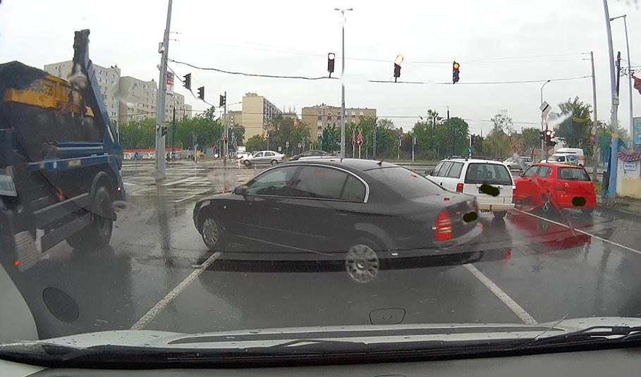 """Keresztúri útról jobbra kanyarodni? Ez is egy """"megoldás""""…"""