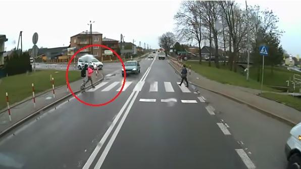Videó – Megrázó felvétel: ezért nagyon rossz ötlet az okostelefonodat bámulni, miközben átmész a zebrán!