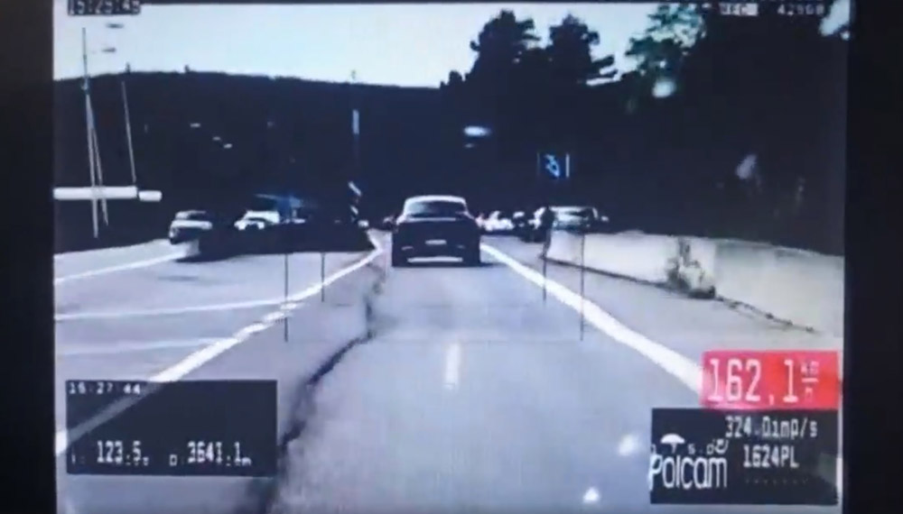VIDEÓ: Ausztriába menekült át egy ámokfutó a rendőrök elől