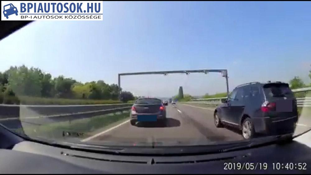 VIDEÓ: Rettegés a kapuktól. Ezért (is) tarts megfelelő követési távolságot