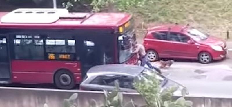 Videó – Szándékosan gázolt a római buszsofőr