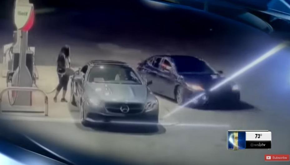 VIDEÓ: El akarták rabolni autóját a kúton, de mint a puma, úgy vetődött bele