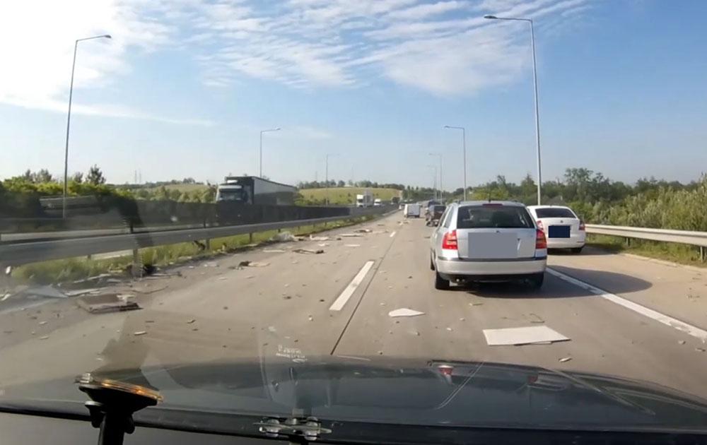 VIDEÓ: A 60 x 60-as burkolólapok szépen elintézik az autódat ekkora sebességnél