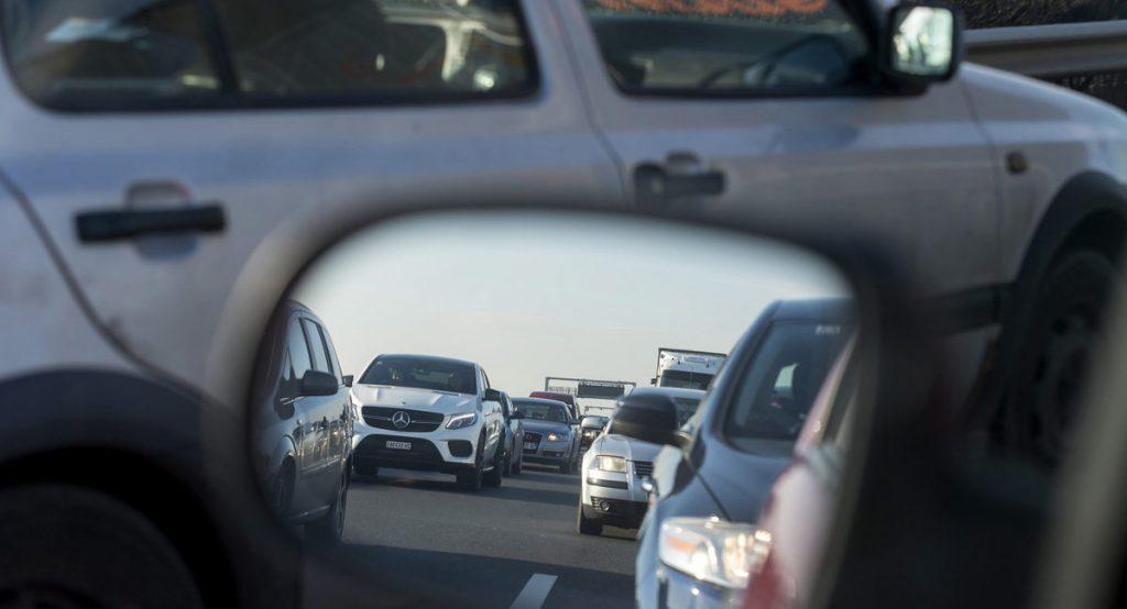 Hamarosan 20-40 kilométeres dugók alakulhatnak ki a cseh határon az új útdíjrendszer bevezetése miatt