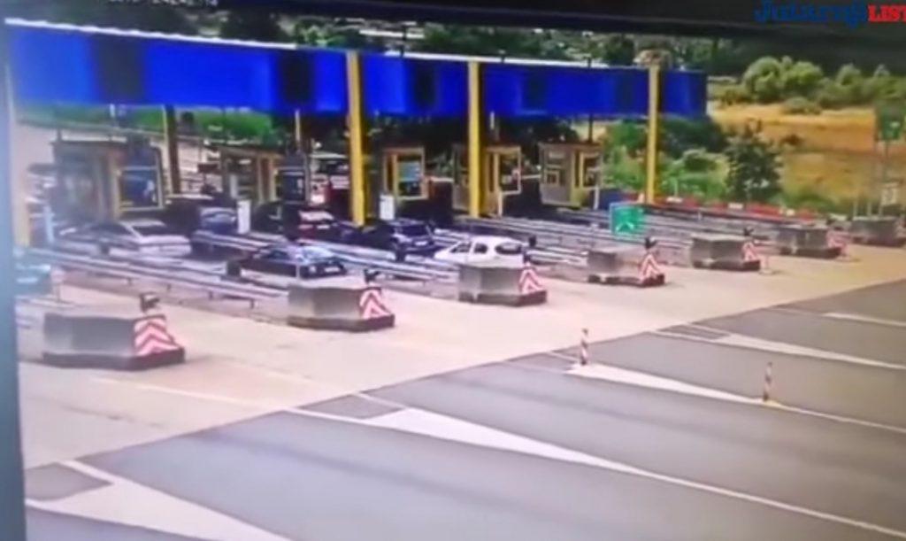 Videón, ahogy a BMW beleszáguld a magyar család kocsijába a horvát autópályán