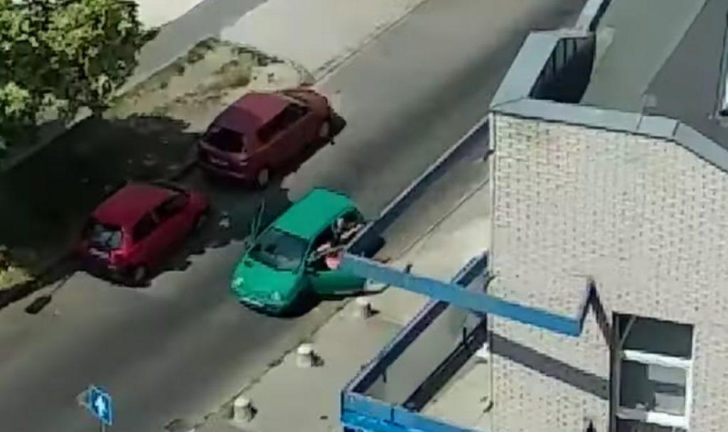 VIDEÓ: Ellopta a nő táskáját, majd elhajtott, a 4. kerületben