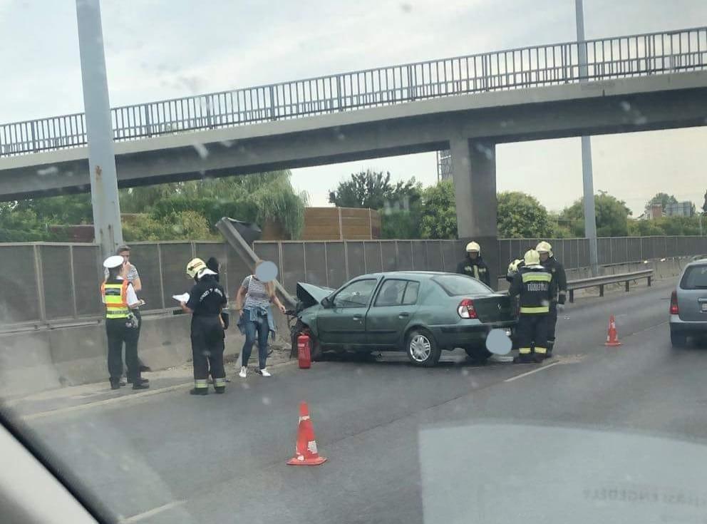Fotó – Két autó ütközött az M3-as autópálya fővárosból kivezető oldalán