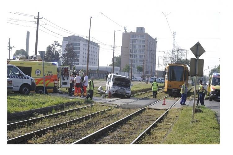 Tíz ember sérült meg reggel a 10. kerületi balesetben