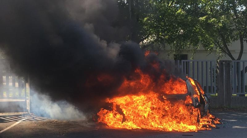 Fotók – Menet közben kigyulladt, majd szénné égett egy autó Zalaegerszegen