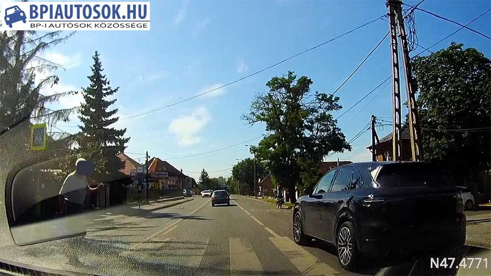 VIDEÓ: Így próbálta tartani  a tempót a Pesti úton a Porsche