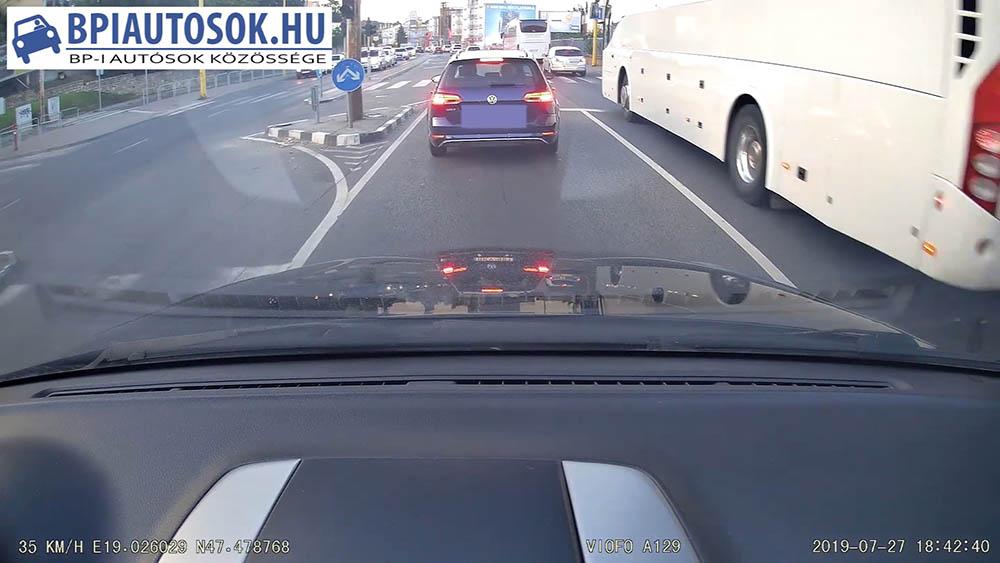 VIDEÓ: A hivatásos személyszállító járművek sofőrjeinél ez pláne nem fér bele