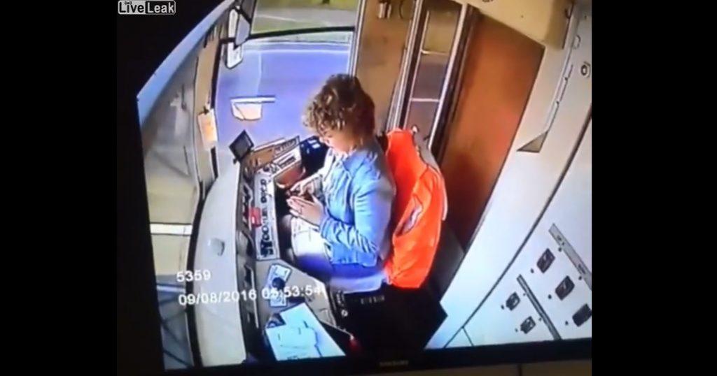 VIDEÓ: Pötyögött, majd jött a kanyar