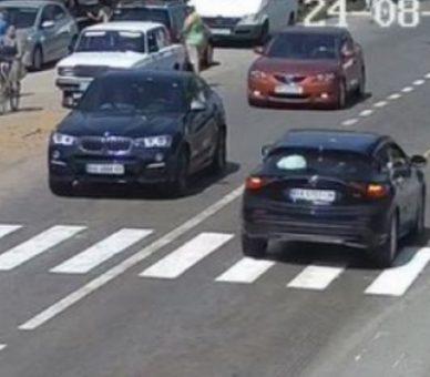 Videó – Zebrán gázolta el a 13 éves lányt az autós