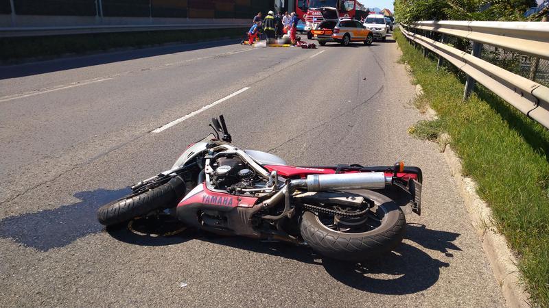 """Baleset: """"A motoros gumipapucsban volt, illetve a sisakja nem rendelkezett csattal"""""""