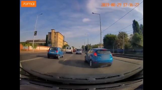Videó – Annyira nem rázta meg a buszos kaland az ámokfutó fiestást, újabb felvételen hozza a formáját